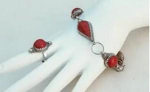 bague kabyl 300x185 Bagues amazigh : bracelets et bijoux kabyls  Video Ath Yenni