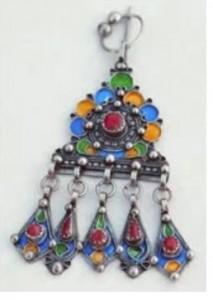 bijoux berberes 213x300 Bagues amazigh : bracelets et bijoux kabyls  Video Ath Yenni