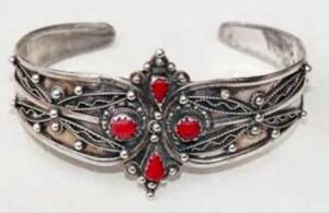 Bagues amazigh : bracelets et bijoux kabyls  Video Ath Yenni